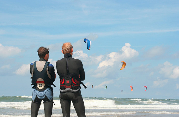 Drei einfache Schritte, um das Kitesurfen zu erlernen