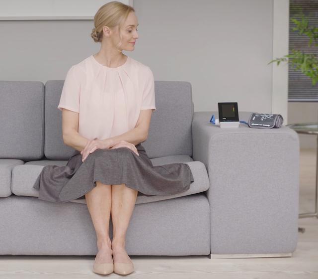 Sitt ner, slappna av och håll dig så stilla som möjligt.