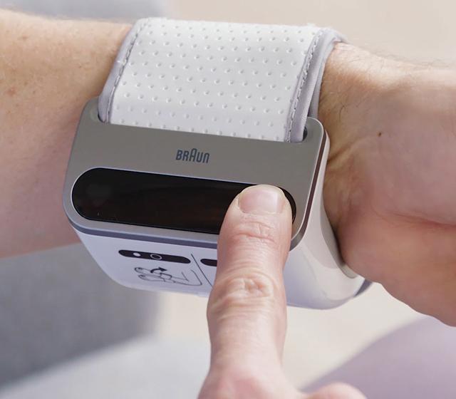 Appuyez sur le bouton marche/arrêt pour éteindre l'appareil, sinon, il s'éteindra automatiquement au bout d'une minute. Si vous voulez arrêter la mesure à tout moment, appuyez sur le bouton marche/arrêt.